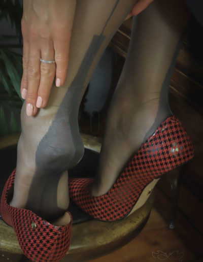 Mrs NyloNova is wearing grey Gio FF Cuban Heel nylon stockings